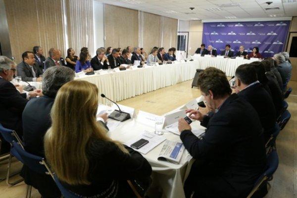Vinte e sete prefeitos, representando 9 estados, participaram da reunião com o ministro da Educação